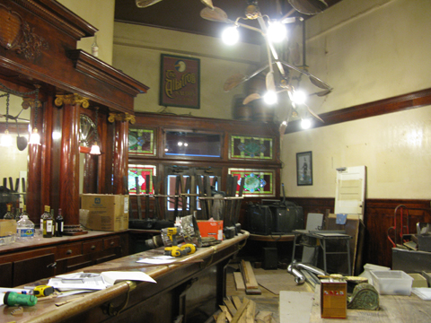 Comstock-saloon-main-bar2s