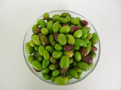 Raw-olives-bowl-tops