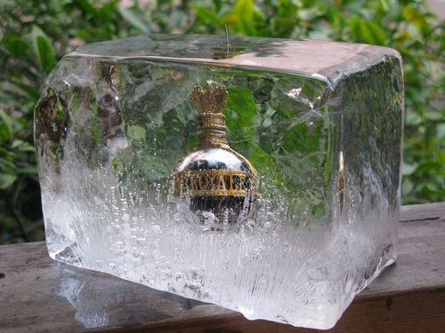 Corner bottle in clear ice 3_tn