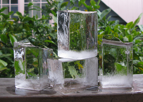 Cubes crystal clear ice