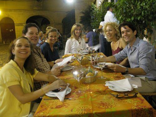 Bar Juanito group_tn