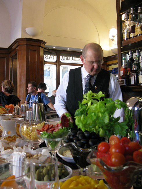 Apertivo Hour Rivoire Florence_tn