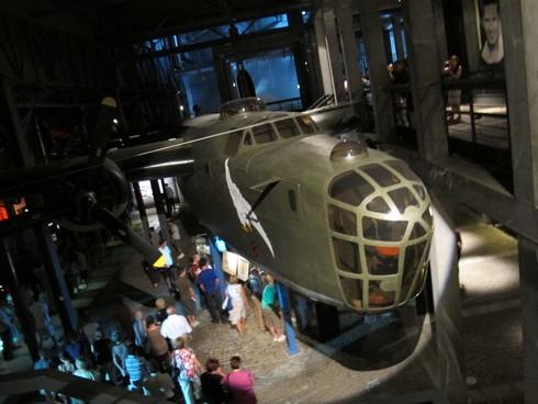 Warsaw uprising museum_tn