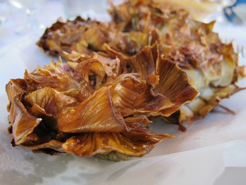 Fried artichoke Da Giggetto restaurant rome2_tn