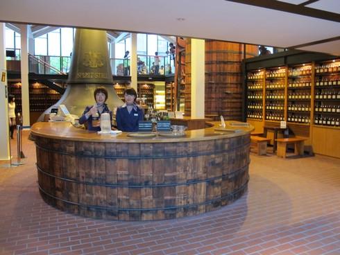 Yamazaki Distillery Kyoto visitor area_tn