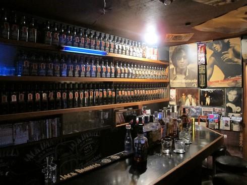 Oil bar Golden Gai Tokyo Japan2_tn