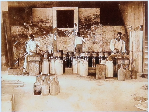 Making tabasco 1800s_tn