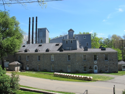 Woodford Reserve Distillery building_tn
