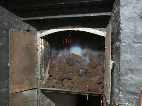 Peat fire Laphroaig Distillery Islay Scotland_tn