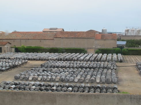 LEnclose barrels Noilly Prat Marseillan France12_tn