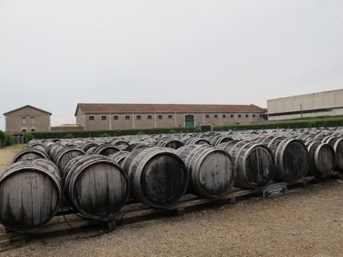 LEnclose barrels Noilly Prat Marseillan France12_tn