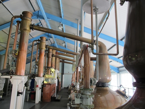 Lynne arms Laphroaig Distillery Islay Scotland_tn