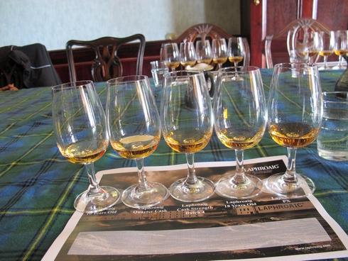 Tasting session Laprhoaig Distillery Islay Scotland_tn