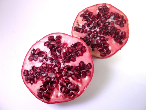 Cut pomegrates1_tn