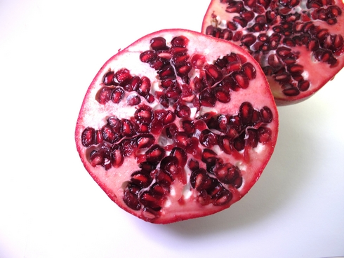 Cut pomegranates2_tn