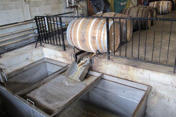 Dumping barrels Armagnac Janneau