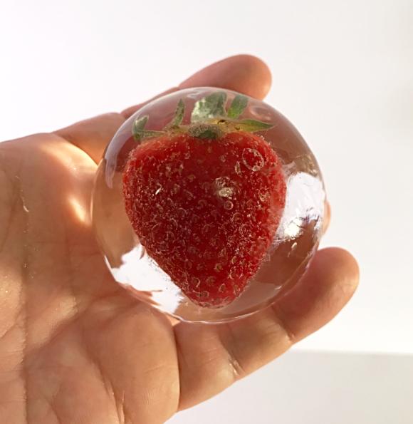 Strawberry ice sphere (30)