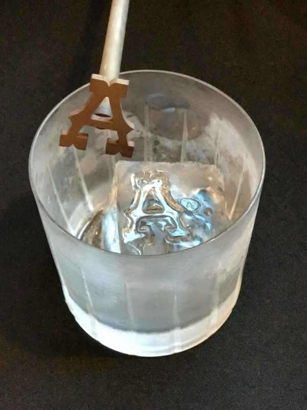 how to monogram your ice cubes with ice brands